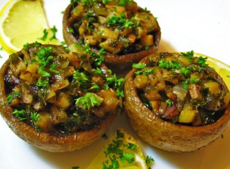 Ciuperci umplute la cuptor de post, o reţetă pe care o face oricine