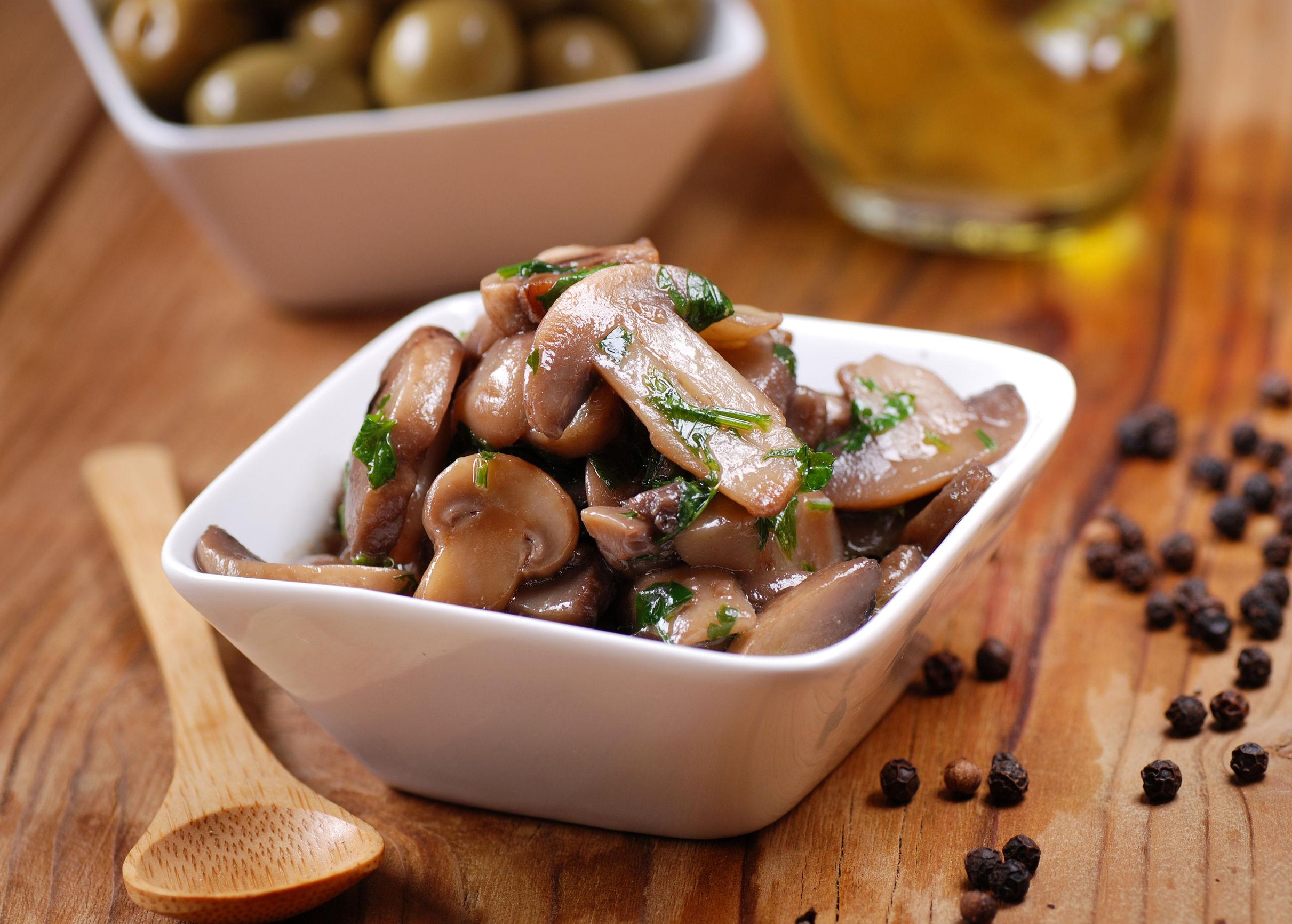 ciuperci fierte cu usturoi
